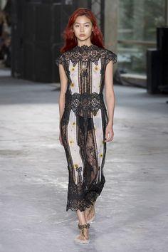 Giambattista Valli Spring 2018 Ready-to-Wear Fashion Show Collection