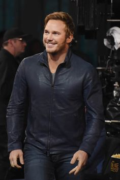 http://photos.laineygossip.com/articles/chris-pratt-evans-11apr16-12.jpg