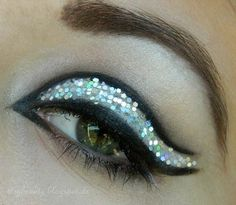 Fun glitter look Kiss Makeup, Love Makeup, Beauty Makeup, Makeup Looks, Hair Makeup, Hair Beauty, Party Eyes, New Years Eve Makeup, Making Faces