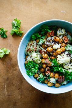 Bagte kikærter og blomkål i quinoasalat med jalapeno-lime dressing - vegetar mad - mad opskrifter