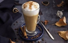 Sütőtökös latte - DESSZERT SZOBA Latte, Drinks, Tableware, Food, Drinking, Beverages, Dinnerware, Tablewares, Essen