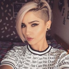 40 Cute Short Haircuts for Women 2019 – Short hairstyles for many women have a very fine hair structure. To volume the thin hair, there are some hairstyles that optimally fumble around. Best Undercut Hairstyles, Pixie Hairstyles, School Hairstyles, Trendy Hairstyles, Natural Hair Styles, Short Hair Styles, Cute Short Haircuts, Short Hair Cuts For Women, Fine Hair
