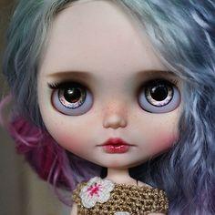 Laila is now avaliable for adoption at my etsy. See link in my profile. #blythedoll #blythe #dolls #blytheinstagram #blythecollector #aĺmonddoll #almonddollcustom #ooakeyechips #kawaii #takara #neoblythe #blythephotography #instablythe #instadolls #bigeyes #blythecollector #blytheforsale #toyphotography #toyartistry_elite #dollartistry #customblythe #customdoll #almonddollart