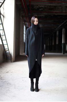 i don't know what i like anymore Black long coat Dark Fashion, Minimal Fashion, Winter Fashion, Minimal Chic, Looks Style, Style Me, Tailored Jacket, Mode Inspiration, Design Inspiration