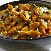 """מתכון """"אורז מוקפץ עם חזה עוף, פטריות ואפונה """" מאתר המתכונים של אסם בישולים ברשת."""
