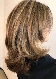 New hair styles short shag mom Ideas Super Hair, Shoulder Length Hair, Layered Hair, Long Layered, Great Hair, Hair Highlights, Hair Dos, Hair Lengths, Hair Trends