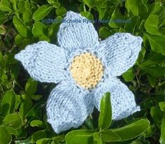 knit flower, super easy knit to embellish hats