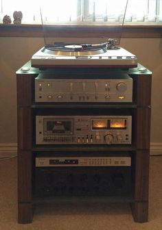 Four Shelf Walnut STAX 400 HiFi Rack,with Etched Glass andTechnics separates