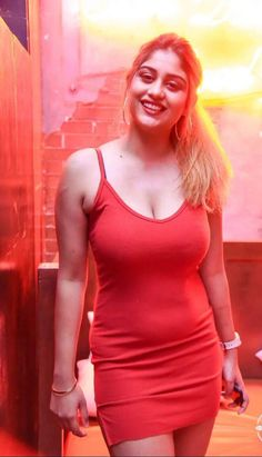Dresses accentuate our beauty Hollywood Actress Photos, Hollywood Girls, Beautiful Bollywood Actress, Beautiful Indian Actress, Indian Actress Hot Pics, Indian Actresses, Beauty Full Girl, Beauty Women, Oscars Red Carpet Dresses