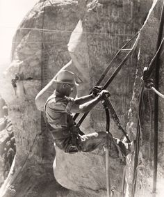 Picture Archive: Making Mount Rushmore, Dangerous Jobs Photograph from Rapid City Chamber of Commerce/National Geographic Mont Rushmore, Drive All Night, Presidents Day Weekend, Rapid City, Historical Pictures, South Dakota, American History, British History, Vintage Photos
