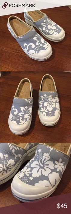 Dansko hibiscus flower vegan canvas clogs Dansko hibiscus flower vegan canvas clogs excellent preloved condition removable insole women's size 36 gray/white blue Dansko Shoes