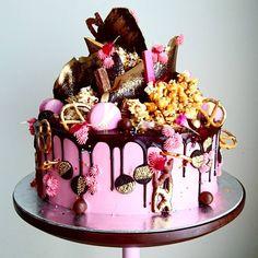 "5,781 Me gusta, 30 comentarios - Unbirthday (@unbirthdaybakery) en Instagram: ""Pink and pretzels  #cakes #vsco #foodie"""