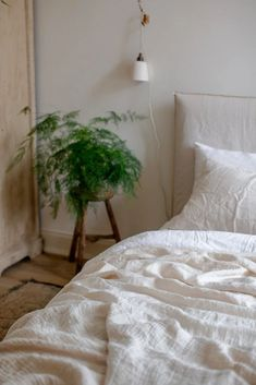 Cream Bedding, White Bedding, Linen Bedding, Duvet Cover Sizes, Quilt Cover Sets, White Bed Sheets, White Linen Bed, Messy Bed, Design Apartment