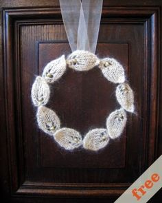 Leaf wreath.  I'm going to try it in fall colors for an autumn door decoration!
