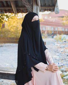 Moslem Fashion, Niqab Fashion, Cute Muslim Couples, Muslim Girls, Hijabi Girl, Girl Hijab, Girl Beach Pictures, Hijab Style Tutorial, Islam Women