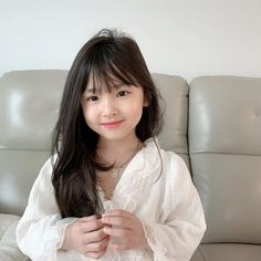Cute Baby Couple, Cute Little Baby Girl, Beautiful Little Girls, Mom And Baby, Beautiful Children, Cute Asian Babies, Cute Funny Babies, Korean Babies, Asian Kids