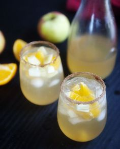 Fall Sangria 21 Big-Batch Cocktails to Get Your Family Drunk On Thanksgiving Fall Drinks, Holiday Drinks, Party Drinks, Cocktail Drinks, Cocktail Ideas, Holiday Cocktails, Holiday Parties, Holiday Punch, Classic Cocktails