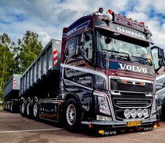 Volvo V8, Volvo Trucks, Peterbilt Trucks, Dump Trucks, Cool Trucks, Big Trucks, Scania V8, Road Train, Engin