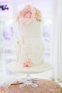 Lace wedding cake wi
