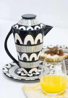 Tetera y plato, cerámica pintada a mano