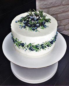 lemon buttercream A spring lemon blueberry cake with zesty lemon buttercream! This layer cake is studded with fresh juicy blueberries, filled with lemon curd and frosted with lemon b Pretty Cakes, Beautiful Cakes, Amazing Cakes, Cake Recipes For Kids, Fruit Recipes, New Cake, Blueberry Cake, Savoury Cake, Food Cakes