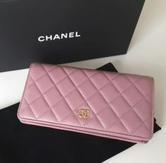 Quilted Chanel wallet | pinterest: @Blancazh