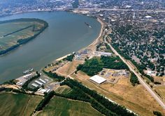 Evansville is called the Crescent City for a reason. This view of the Ohio River's sharp turn to the left, top right, also shows how the city grew out and around the bend in the river.