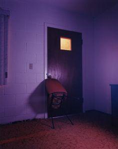 1601 da Interiors (motels) ©Todd Hido  http://fotoforfake.wordpress.com/2013/03/06/necropolis-viaggio-nei-vuoti-ostili-di-todd-hido/