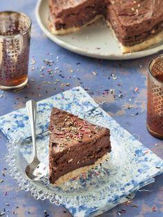 oeuf, crème, crème fleurette, pralin, beurre, chocolat de couverture, amande, crêpe dentelle, chocolat, chocolat, sucre