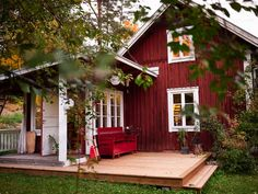 home_decor - Brita Zackari säljer sitt torp titta in Swedish Farmhouse, Swedish Cottage, Red Cottage, Swedish House, Cottage Homes, Red Houses, Little Houses, Style At Home, Home Beach