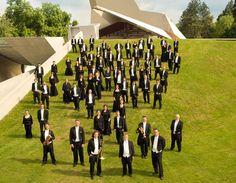 """Große Deutsche Opernchöre"" in Grafenegg | Klang trifft Kulisse - German Brass around the world #konzert #concert #chorus #music Summer Events, Going Out, Opera, Drama, Culture, Backdrops, Reunions, Recital, German"