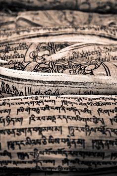 Invocation and Prayer ☽ Navigating the Mystery ☽ Tibetan Prayer Flags. Banderas de oración tibetanas