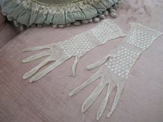 Antique Victorian Ladies Gloves  Ivory Knotted by BellaBordello