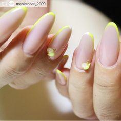 NozomiTsutsui 筒井のぞみ/ネイルスタイリストさんはInstagramを利用しています:「Repost from @manicloset_2009 @TopRankRepost #TopRankRepost . lemon yellow イエローもじわじわ人気 細フレンチで指先を綺麗に魅せてくれます✨ . . . #manicloset #instagood…」