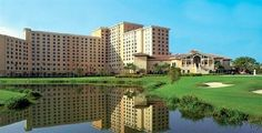 Featuring a Jacuzzi, outdoor tennis courts and a sauna, the Rosen Shingle Creek Resort offers guests a comfortable base while visiting Orlan. Orlando Vacation, Orlando Florida, Visit Orlando, Top Hotels, Convention Centre, Golf Courses, Exterior, Mansions, House Styles