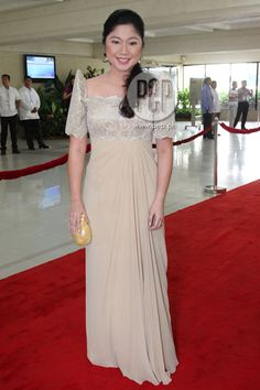 "Taguig Mayor Lani Cayetano, wife of Senator Alan Peter Cayetano, is wearing what she calls a ""reusable gown"" made by Paul Cabral for the 2012 SONA. ""Reusable"" because its neutral color will allow her to wear at weddings. Modern Filipiniana Gown, Filipiniana Wedding Theme, Wedding Gowns, Philippines Dress, Entourage Gowns, Bride Groom Dress, Diy Dress, Beautiful Gowns, Traditional Dresses"