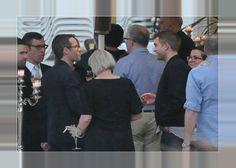 Robert Pattinson e Elenco De The Rover Em Jantar À Beira Da Praia Em Cap d'Antibes - 17.05.2014 No último dia 17 de Maio, Robert Pattinson, Guy Pearce e os colegas de elenco se reuniram para jantarem à beira da praia em Cap d'Antibes, e festejarem o lançamento do filme 'The Rover' no Festival de Cannes. Confira abaixo algumas fotos.