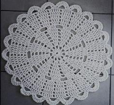 Crochet doily Step by step Tut Free Crochet Doily Patterns, Crochet Placemats, Crochet Motif, Crochet Doilies, Crochet Flowers, Crochet Mandala, Crochet Ideas, Thread Crochet, Filet Crochet