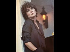 """Linda Ronstadt Duets - Pretty Bird with Laurie Lewis (Previously Unreleased) - Linda Ronstadt and Laurie Lewis sing a previously unreleased A Capella duet of Pretty Bird from the Linda Ronstadt 2014 album Duets. 2014 Rock and Roll Hall of Fame inductee Linda Ronstadt entered into the Billboard 200, when her compilation """"Duets"""" debuted at No. 32. The bow instantly grants Ronstadt her highest-charting album since 1990 - YouTube"""
