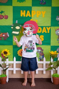 Risultati immagini per plants vs zombies photo booth Zombie Birthday Parties, Zombie Party, 8th Birthday, Birthday Ideas, Plants Vs Zombies, P Vs Z, Ghostbusters Party, Hulk Party, Trunk Or Treat