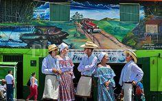 #Versalles, un pueblo que pinta su historia de paz #ValledelCauca #Colombia Painting, Versailles, Murals, Peace, Colombia, Historia, Pictures, Painting Art, Paintings
