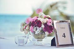 CBC235 Weddings Riviera Maya dark red and pink centerpieces / centro de mesa rojo y rosa