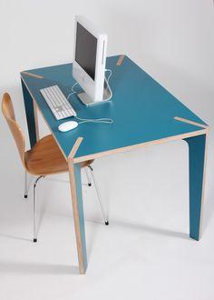 Voici la table table Série X ! La collection de tables est à l'image du travail de Benjamin Faure : le désir de créer des formes simples et épurées dont la