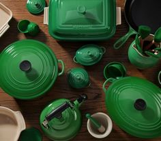 Green Le Creuset////amazing deep green kitchen ware for that all green kitchen! =3