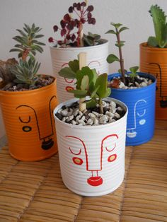 Reutilice e intervine unas latas para transformarlas en macetas. Fue un exito! Painted Plant Pots, Painted Flower Pots, Flower Vases, Home Crafts, Diy And Crafts, Crafts For Kids, Handmade Crafts, Diy Hacks, Plant Decor