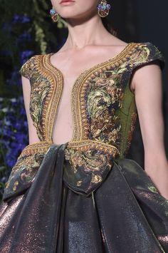 """moschino-s: """"Guo Pei Fall 2017 Couture """" Bonjour, nous sommes Katarina et Violeta. Couture Fashion, Runway Fashion, High Fashion, Fashion Trends, Womens Fashion, Fashion Fashion, Fashion Ideas, Fashion Beauty, Winter Fashion"""