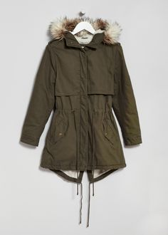 warm puffer jackets for women Puffer coats for women are ideal for a sporty look. Down jackets provide extra warmth, while lightweight pieces take up almost no space and are ideal for travelling.