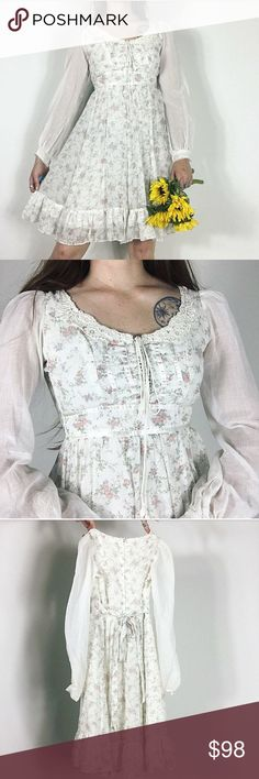 """Vintage Mini Gunne Sax Prairie Dress Sz XS VINTAGE MINI PRAIRIE DRESS by Gunne Sax. Fully lined with a lace up bodice and sheer sleeves. Perfect for Summer! Size 3/XS measuring a 30"""" bust and 24"""" waist. Model is 5'7"""" tall for reference. In perfect condition! ✨ 70s white floral corset boho hippie romantic peasant gunne sax Dresses Mini"""