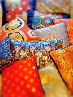 Making cushions with old kimono and obi fabrics