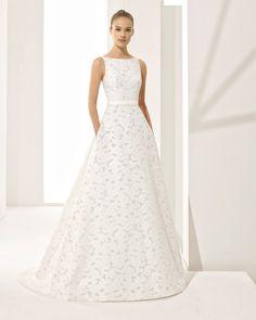 Brautkleid in A-Linie aus Jacquard mit tief ausgeschnittenem Rücken und Taschen. Kollektion 2018 Rosa Clará Couture.